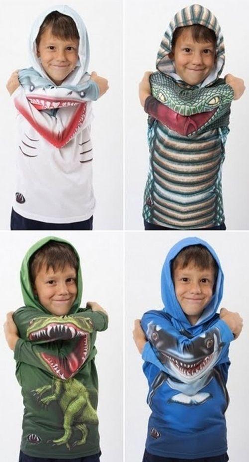 мальчик в футболке с капюшоном
