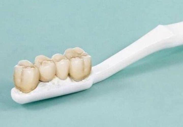 зубная щётка с зубами