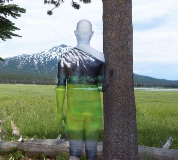 мужчина на фоне горы
