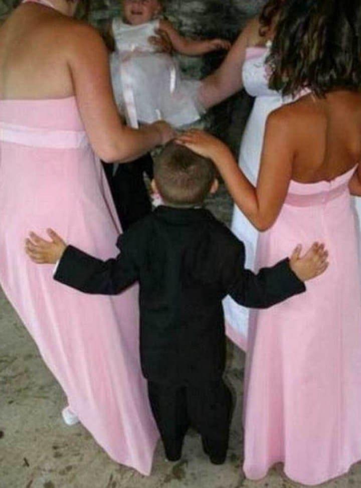 мальчик и две девушки