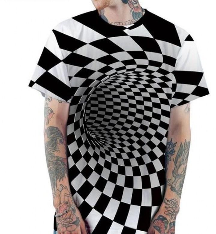 парень в футболке с оптической иллюзией