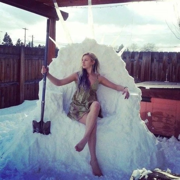 девушка в снегу
