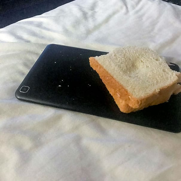 хлеб на планшете