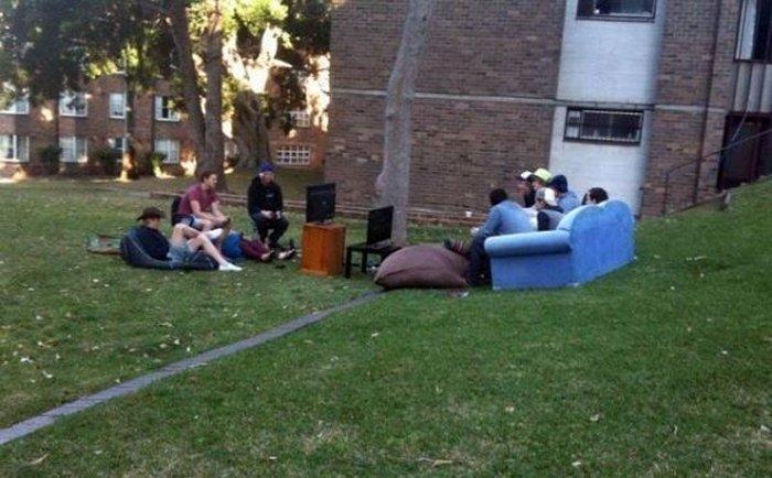 студенты на улице