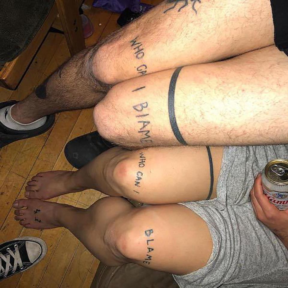 тату над коленями