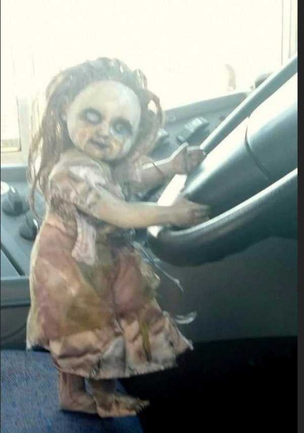 кукла за рулем