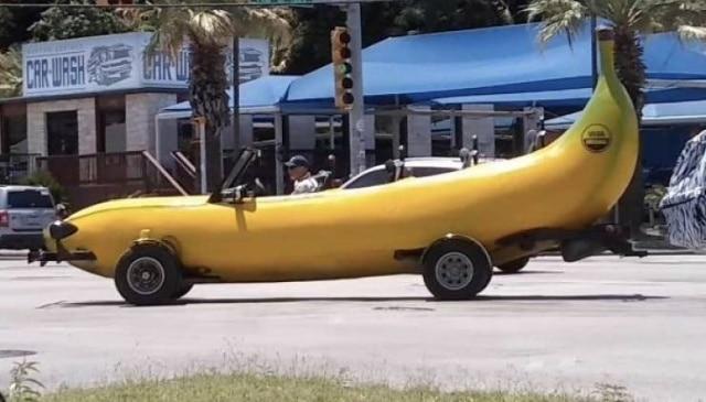 авто в форме банана