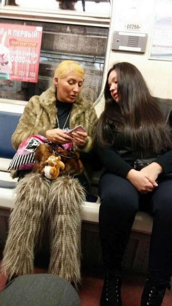 женщины в метро