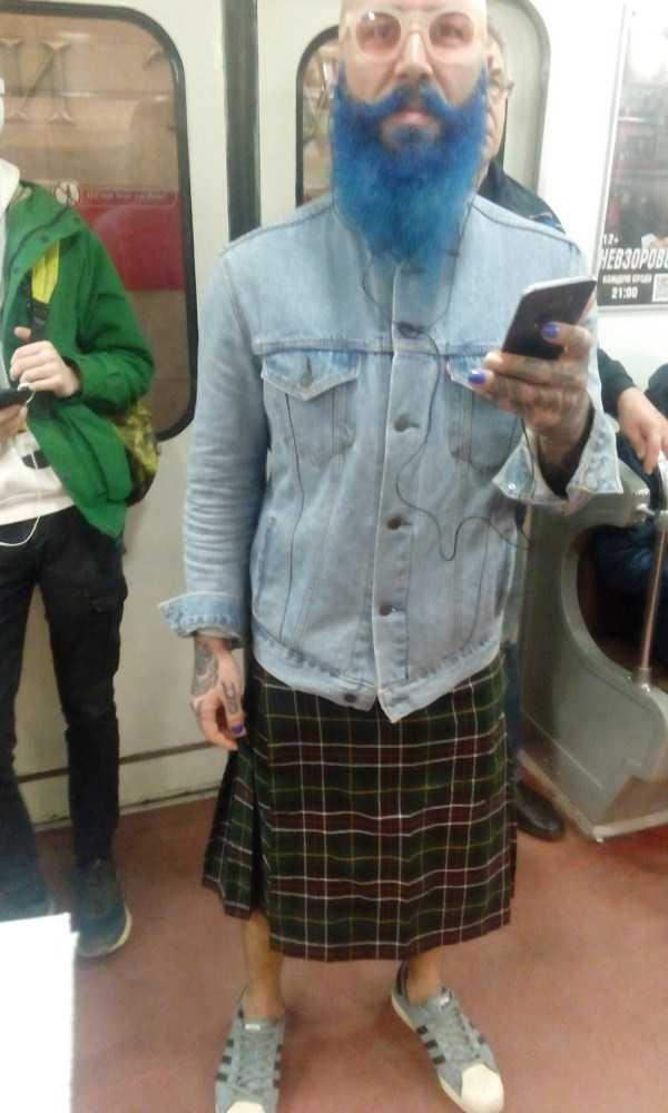 мужчина с синей бородой