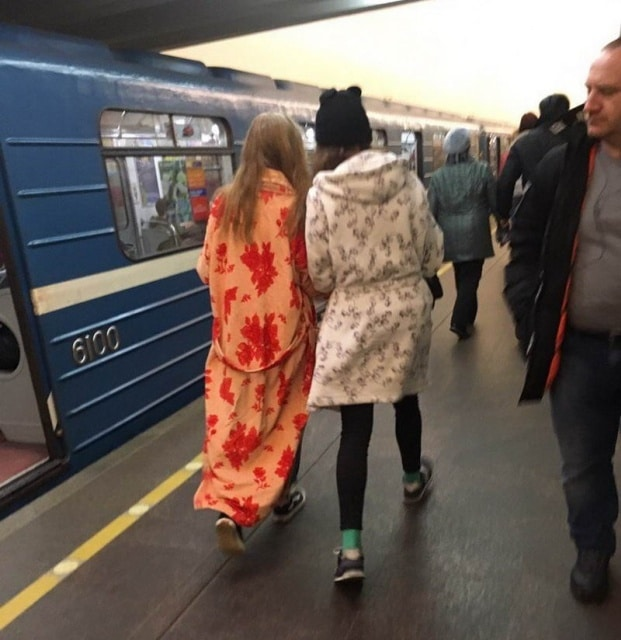 девушки в халатах