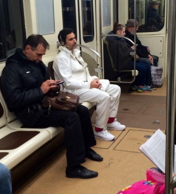 человек в белом