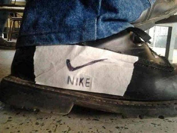 туфли с наклейкой Nike