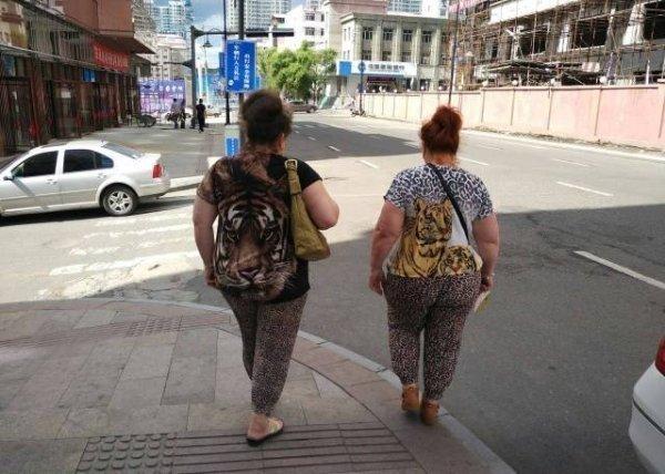 полные женщины на улице