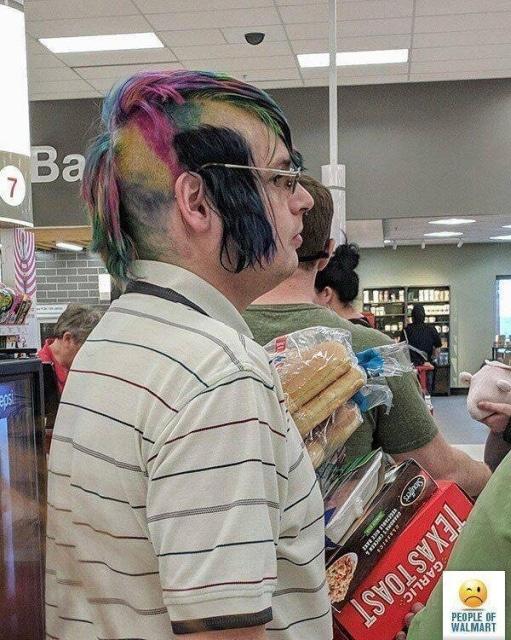 парень с цветными волосами