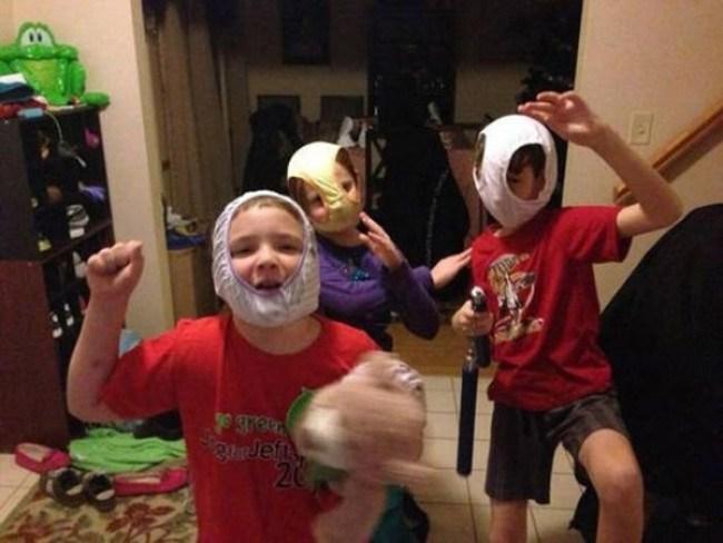 дети в трусах на голове