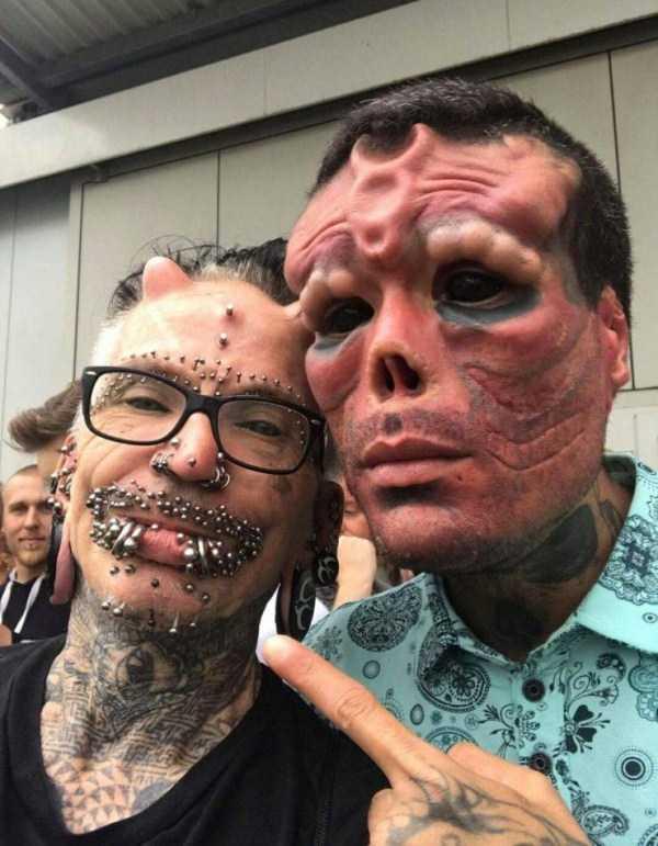 парни с пирсингом и рогами на лице