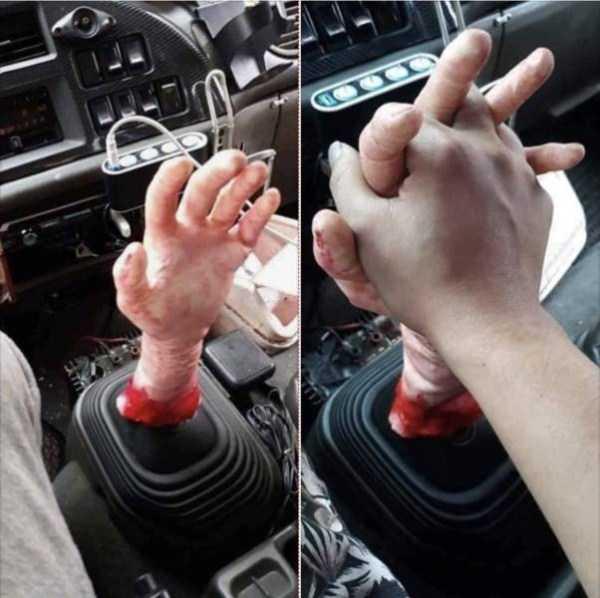 переключатель передач в форме руки