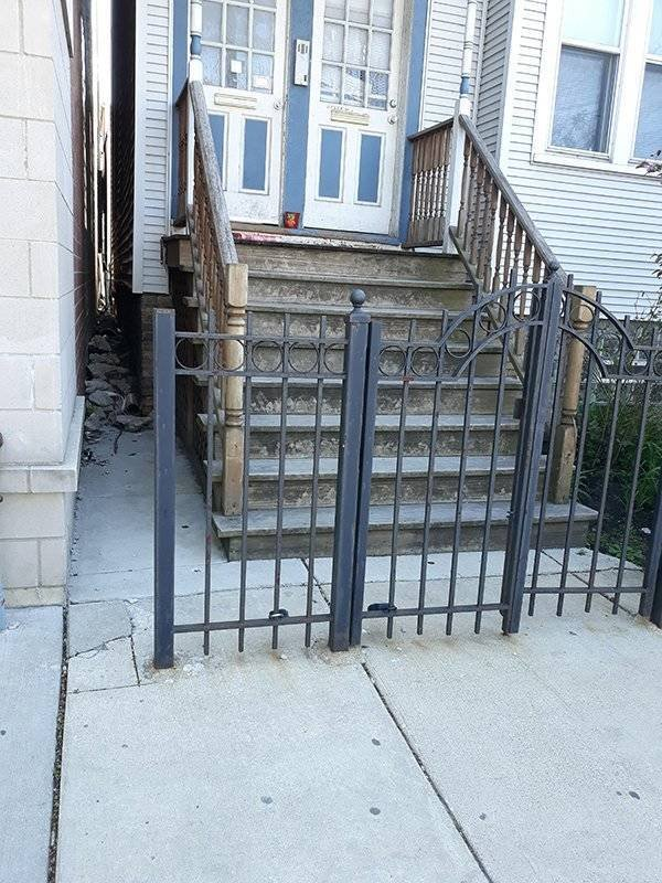 калитка перед лестницей