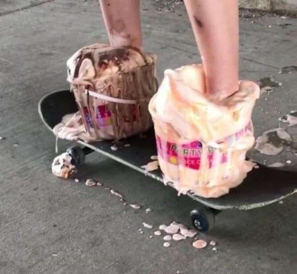 ногами в мороженом на скейтборде
