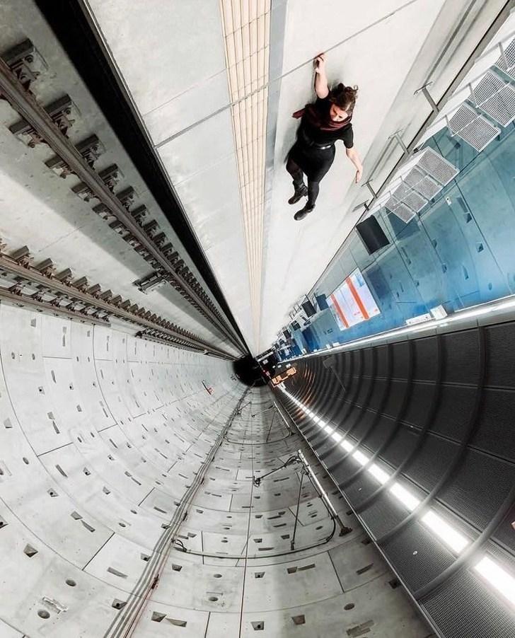 девушка в тоннеле