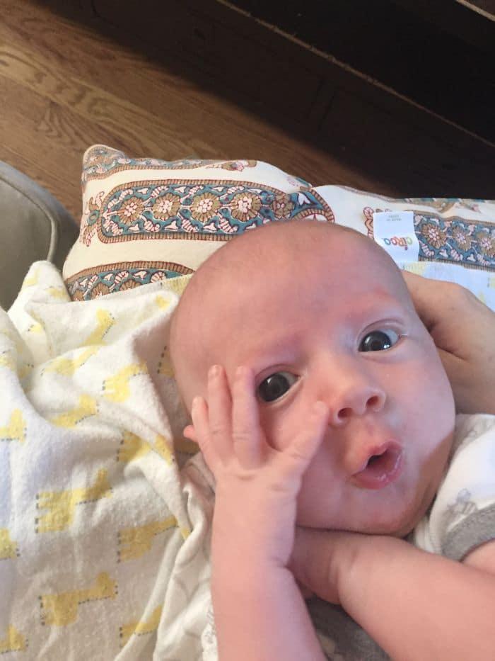 Мордашка этого малыша покорила весь интернет. Ну очень выразительные эмоции!