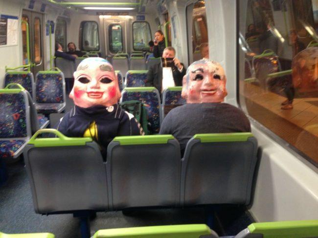 люди с масками на голове