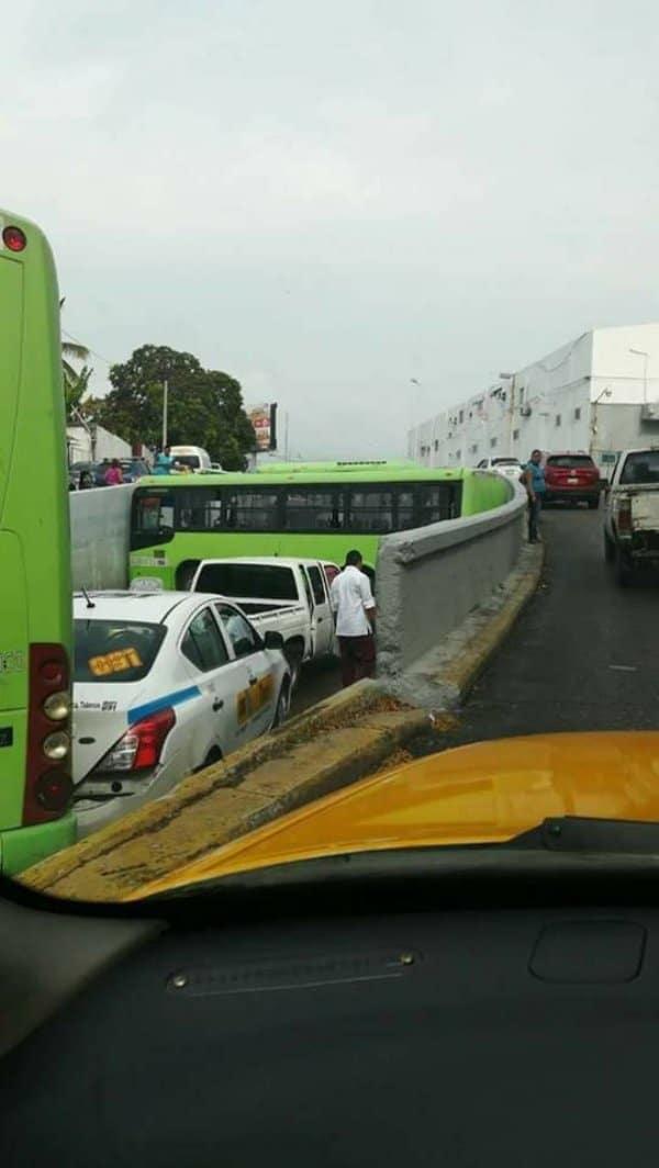 зеленый автобус