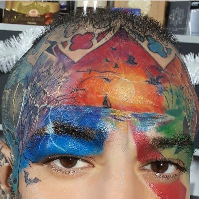 цветное тату на лице