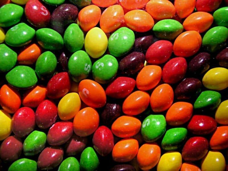 Математик решил отыскать две одинаковых пачки Skittles. Ему понадобилось 82 дня и 27 тысяч конфет  Приколы