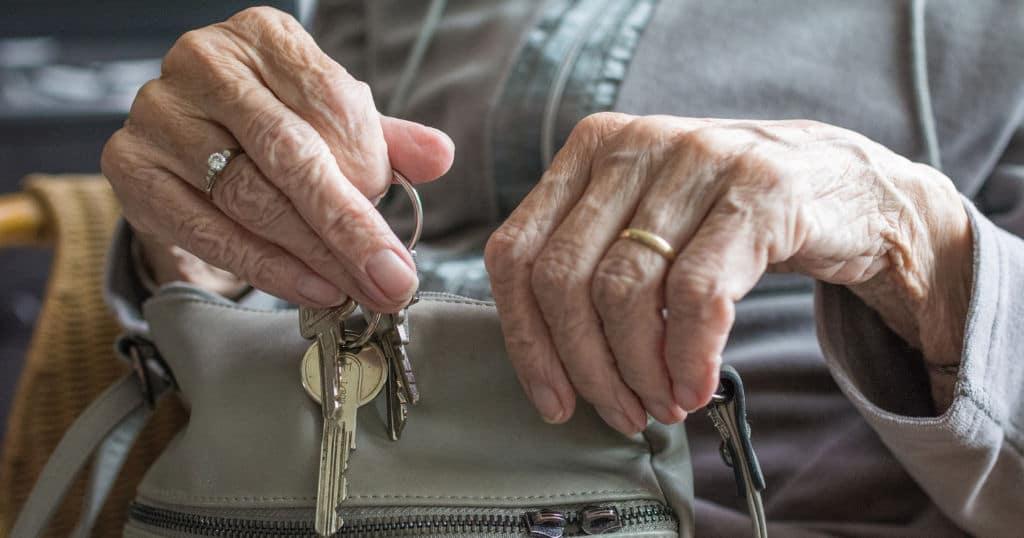 Выход на пенсию стал наказанием Общество