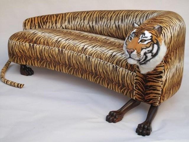 диван с тигровым принтом
