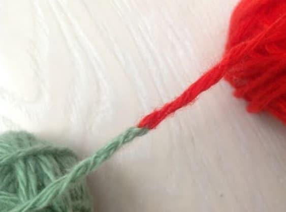 Как связать две нити без узла при вязании… Ну, очень остроумный способ! вязание,полезные советы,рукоделие,своими руками,связать две нити,умелые руки
