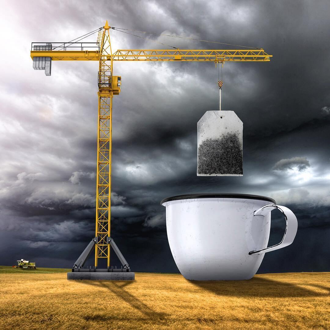 подъемный кран и чашка