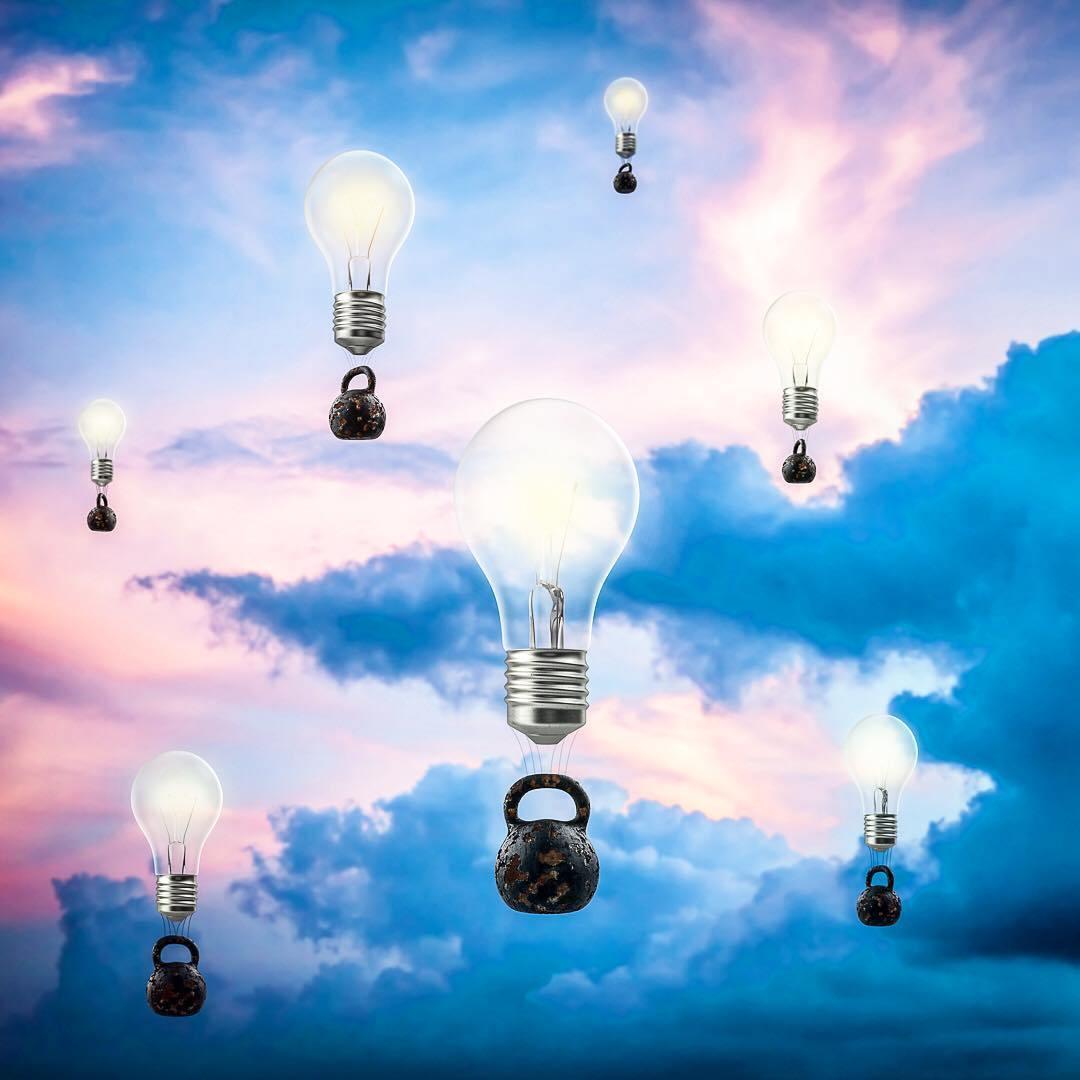 лампочки с гирями в небе