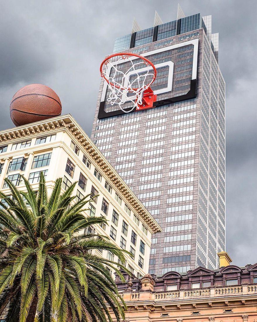 баскетбольное кольцо на небоскребе