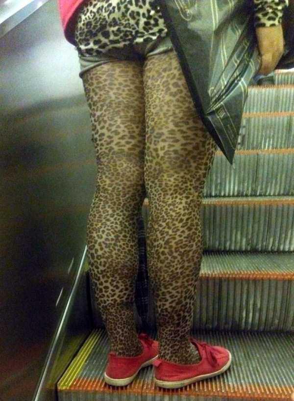 женщина в леопардовых колготках