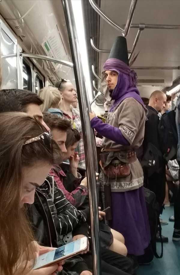 странный парень в вагоне метро