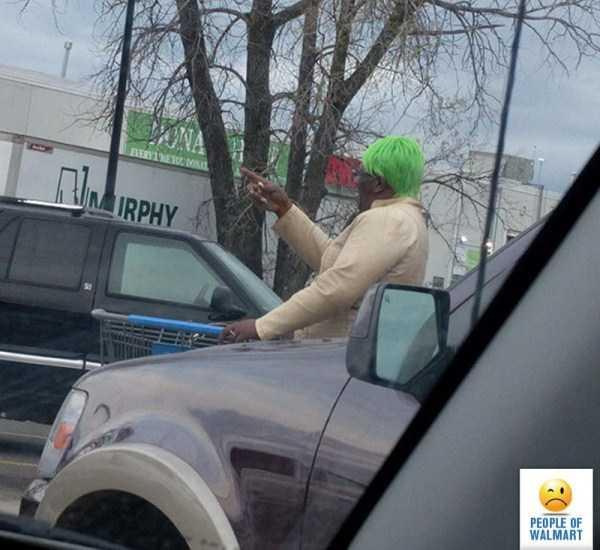 женщина с зелеными волосами
