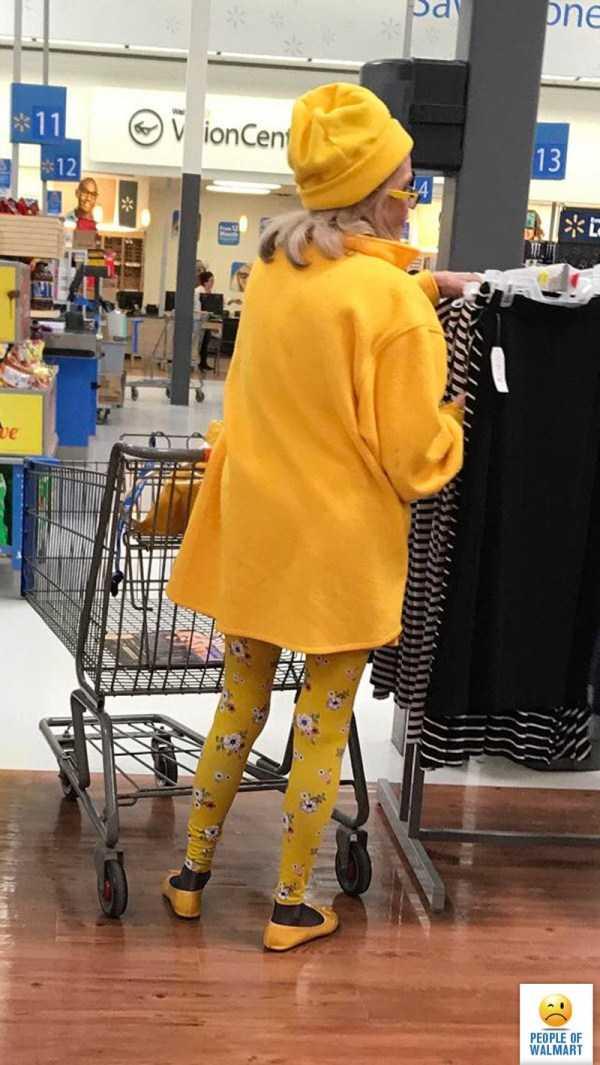 женщина в желтом