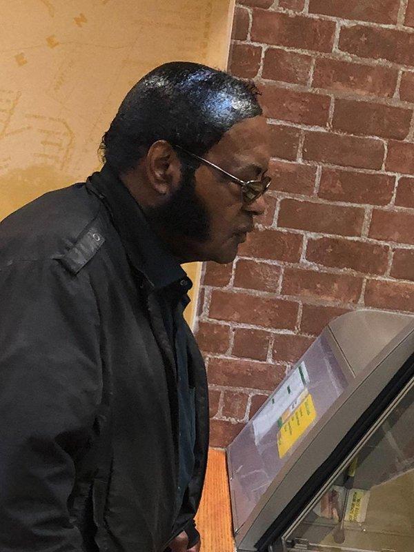 афроамериканец в очках