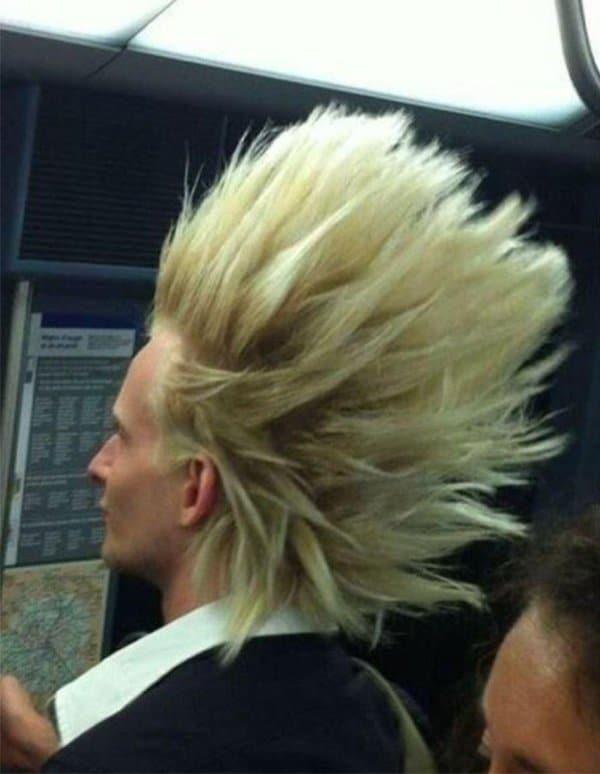 парень блондин