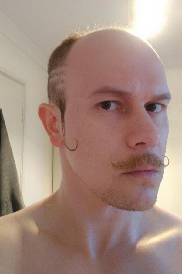 мужчина с усами
