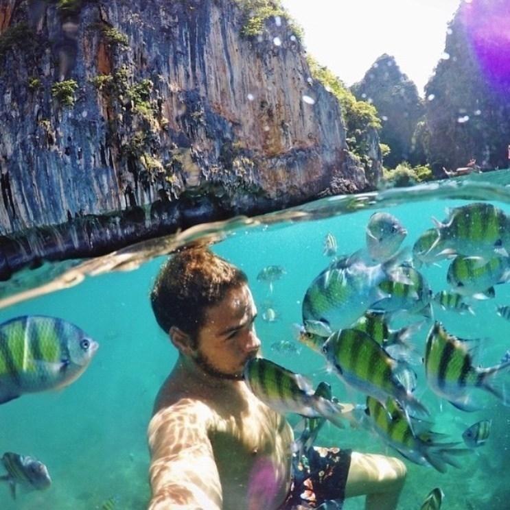 селфи с рыбками в воде