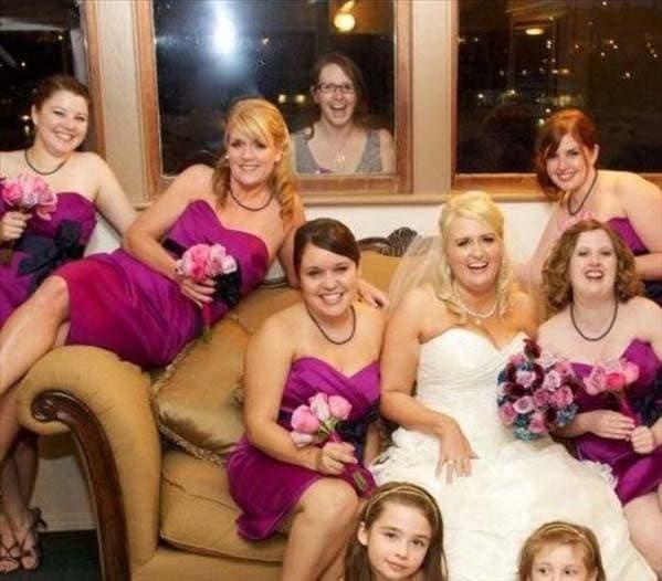 невеста с подружками на диване