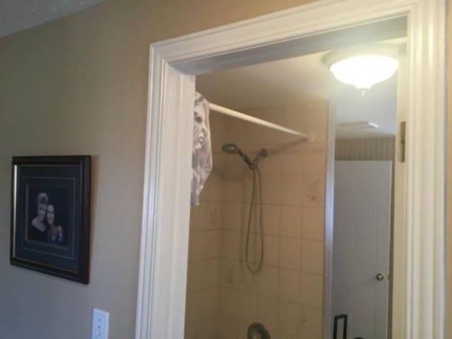 дверь в ванную
