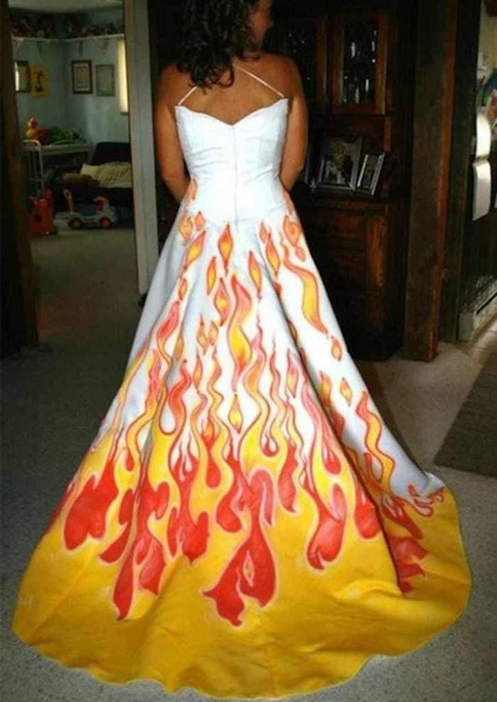 невеста в платье с огненным орнаментом