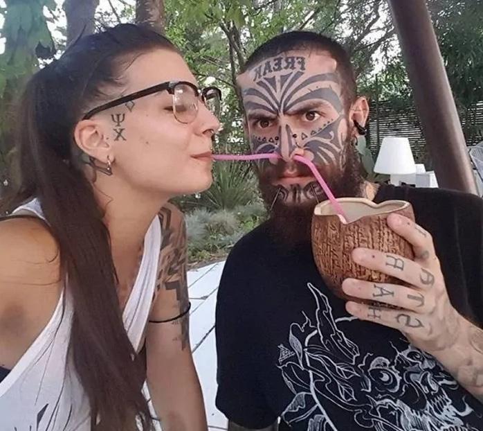парень и девушка в татуировках
