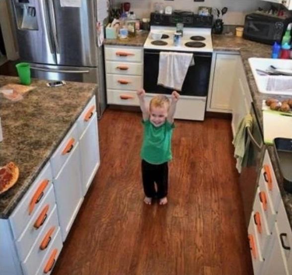 ребенок в кухне