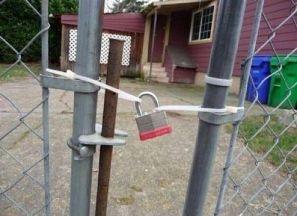 замок на заборе