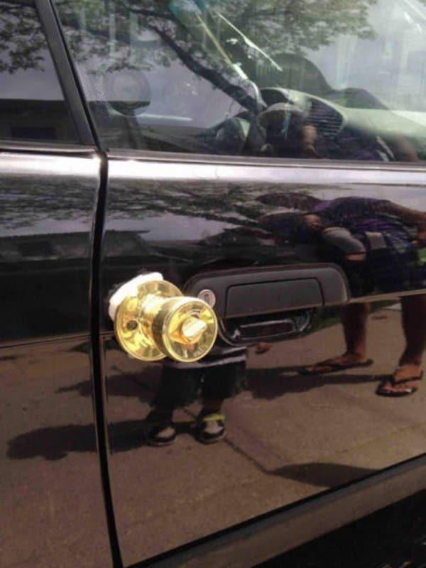 дверная ручка на автомобиле